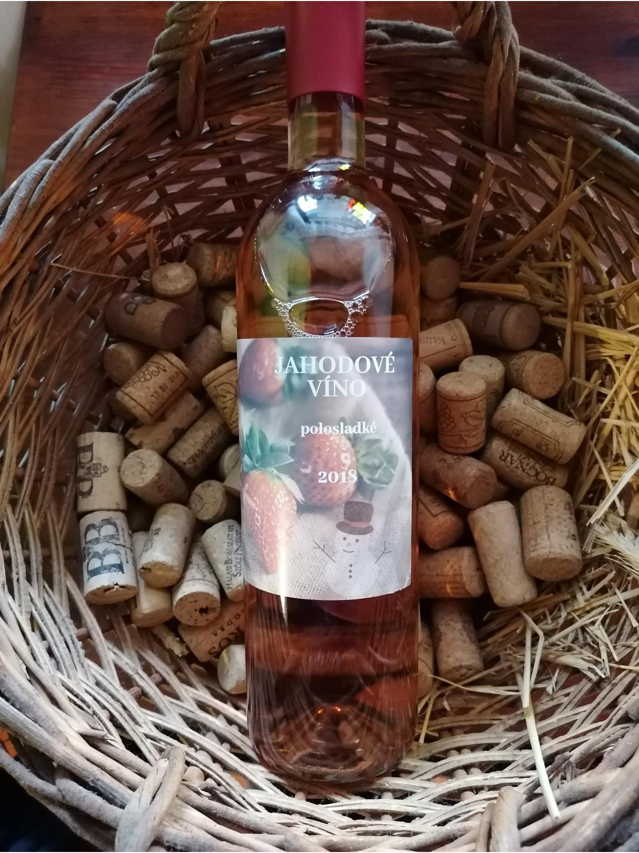 Jahodové víno polosladké 2018
