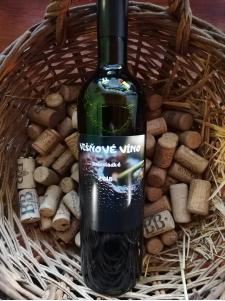 Višňové víno polosladké 2018