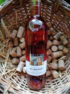 Chowaniec a Krajčírovič Alibernet rosé
